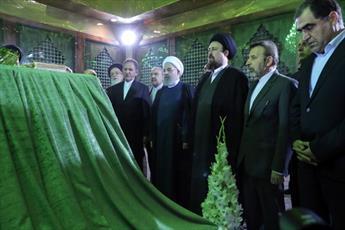 رئیس جمهور و اعضای هیئت دولت با آرمانهای امام(ره) تجدید میثاق کردند