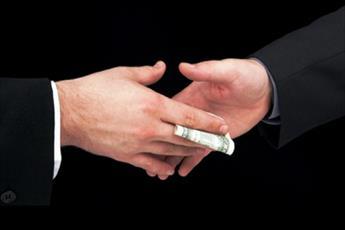 وظیفه کارمند در قبال فساد اداری همکار خود چیست؟
