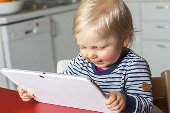 اصول استفاده از موبایل و تبلت برای کودکان زیر شش سال