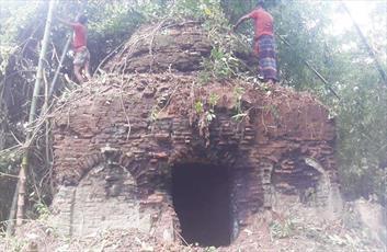مسجد ۵۰۰ ساله در اعماق جنگل های بنگلادش یافت شد + عکس