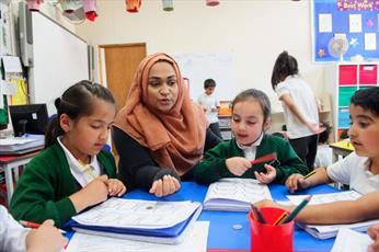 بیستمین سالگرد تنها مدرسه اسلامی  ولز انگلستان برگزار شد + تصاویر