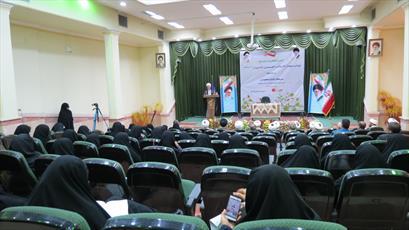 مدیر حوزه خواهران  کرمان جای خود را به یک «مدیر خانم» داد