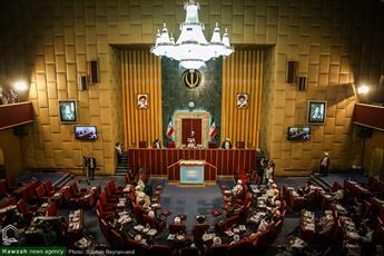 از غیبت رئیس جمهور در اجلاسیه تا انتقاد شدیدالحن نمایندگان از نابسامانی های اقتصادی