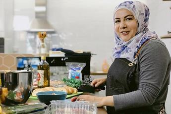 سفرنامه غذایی «سرآشپز محجبه» در آمریکا ساخته می شود