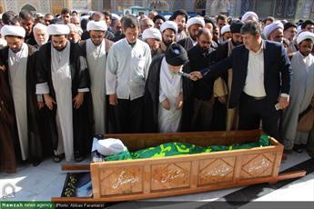 تصاویر/  تشییع پیکر حجت الاسلام والمسلمین عرفان در قم