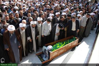 پیکر حجت الاسلام والمسلمین عرفان در قم آرام گرفت