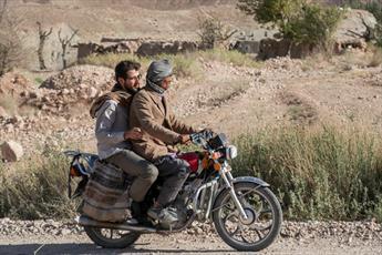 روشی متفاوت در تبلیغ دین/ خدمت در روستایی که با مرز افغانستان فاصله ای ندارد