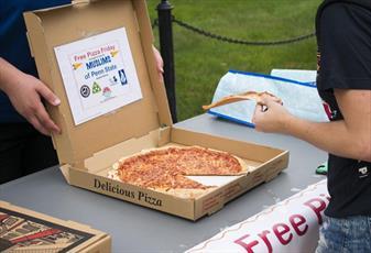ابتکار انجمن اسلامی پنسیلوانیا برای ارتباط  با غیر مسلمانان با پیتزا