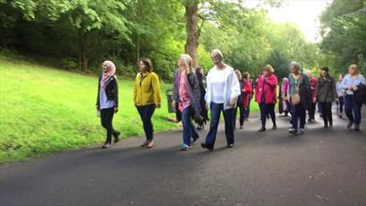 «پیاده روی میان ادیانی» زنان مسلمان و مسیحی در گلاسکو برگزار شد