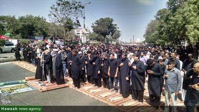 تصاویر/ اقامه نماز ظهر عاشورا در کراچی پاکستان