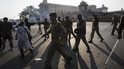 اهانت سه افسر پلیس به زن هندی به خاطر همراهی مرد مسلمان جنجال آفرین شد
