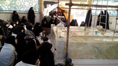 تجدید میثاق طلاب جامعة الزهرا با شهدا در هفته دفاع مقدس