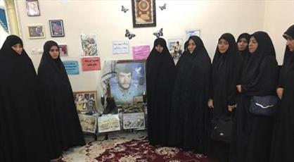تجدید میثاق جمعی از نخبگان فرهنگی جامعه الزهرا(س) با خانواده شهید  دفاع مقدس