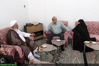 تصاویر/ حضور نماینده ولی فقیه یزد در منزل دو شهید دفاع مقدس
