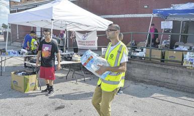 مرکز اسلامی کارولینای شمالی به سیلزدگان کمک میکند