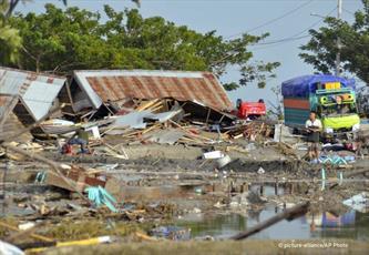 ۳۸۴ کشته حاصل زلزله ۷.۵ ریشتری اندونزی +تصاویر