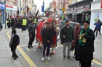 سی و ششمین راهپیمایی عزاداری عاشورائیان در ولز انگلستان + تصاویر
