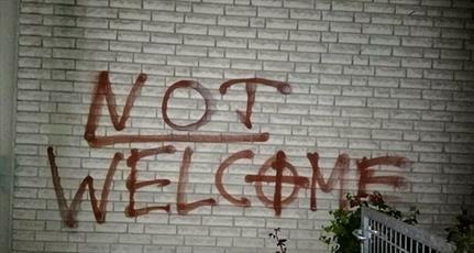 شعارنویسی نژادپرستانه و صلیب شکسته در مسجدی در گلابک آلمان