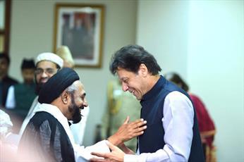 جمعی از روحانیون پاکستان با نخست وزیر این کشور دیدار کردند