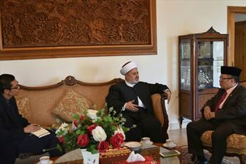 عضو جنبش عمل اسلامی لبنان با زلزله زدگان اندونزی اظهار همدردی کرد