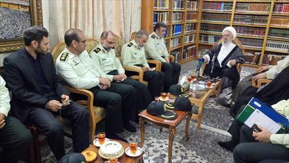 انتقاد آیت الله العظمی مکارم از تعلل در رسیدگی به پرونده مفسدان اقتصادی