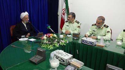 مسئولان برای حاکمیت ارزش ها در جامعه تلاش کنند/کارکنان نیروی انتظامی سربازان امام زمان(عج) هستند