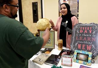 مسجدی در کالیفرنیا، مراسم سالانه «درهای باز» و نمایشگاه اسلامی برگزار کرد + تصاویر