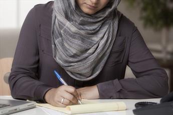 زن تازه مسلمان، به خاطر حجاب برای گواهینامه رانندگی با تبعیض روبرو شد