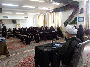 بازدید مدیر حوزه  خواهران یزد از تنها مدرسه مهریز+ عکس