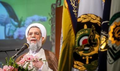 دشمن در صورت تجاوز به ایران فکر بازگشت را از سر بیرون کند/ برگزاری روزانه بیش از ۱۰۰۰ نماز جماعت در یگانهای ارتش