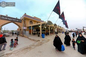 """توزیع بیش از ۳هزار  بسته غذایی میان زائران اربعین در مسیر""""یا حسین""""+ تصاویر"""