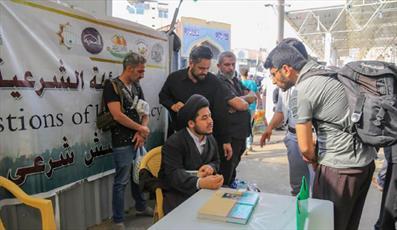 حضور ۴۰۰ مبلغ حوزه علمیه نجف  اشرف در میان زائران اربعین + تصاویر