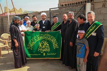 اهداء پرچم  حرم حضرت معصومه(س) به موکب های اربعینی