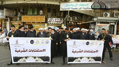 ۱۰۰ روحانی مبلغ در حرم مطهر کاظمین(ع) پذیرای زائران اربعین هستند+تصاویر