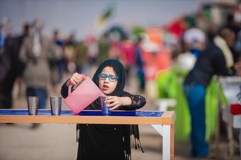 حماسه کودکان عراق در خدمات رسانی  به زائران اربعین حسینی+ تصاویر