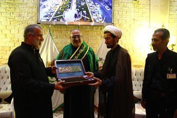 اهدای پرچم متبرک حرم بانوی کرامت به مدیر مدینةالزائرین امام حسن(ع)
