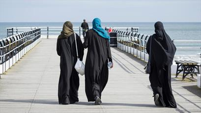 یک سوم مردم بریتانیا مانع از رفتن کودکانشان به مساجد می شوند