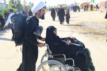 جلوه عاشقی یک روحانی اصفهانی در طریق الحسین(ع)+ عکس