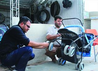 گزارشی از حال و هوای گارگاه تعمیر ویلچر و کالسکه در پیاده روی اربعین