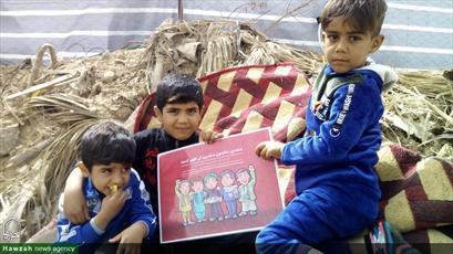 تصاویر/ حمایت زائران اربعین از کودکان مسلمان در حال جنگ