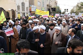 تصاویر/ حضور طلاب و کارکنان مرکز مدیریت حوزه در راهپیمایی ۱۳ آبان قم