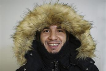 کارگر مسلمان، ژاکت دزدیده شده را به صاحبش برگرداند
