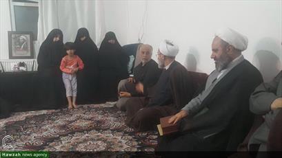حضور آیت الله اعرافی در منزل شهید مدافع حرم حجت الاسلام دهقانی+ تصاویر