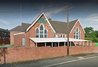 دو دختر انگلیسی با گوشت خوک به مسجدی در منچستر اهانت کردند