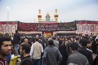 زائران اربعین همچنان در ضیافت حرم امام حسین(ع) و حضرت عباس(ع)+ تصاویر