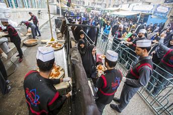 پذیرایی آستان مقدس عباسی از زائران ۲۸ صفر در کربلا +تصاویر