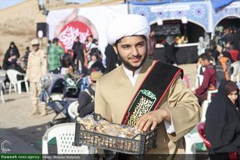 تصاویر/ فعالیت های مبلغان برای زائران پیاده امام رضا(ع)