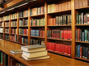 کتابخانه حوزه علمیه لارستان به کتب  دفاع مقدس مجهز شد