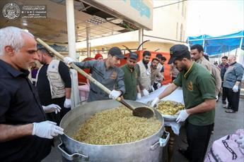 تقدیم ۹هزار بسته غذایی به زائران حرم امامین عسکریین (ع)+ تصاویر