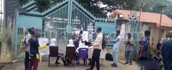 با بالاگرفتن تنش ها در پی منع حجاب، مدرسه بین الملل نیجریه تعطیل شد + تصاویر